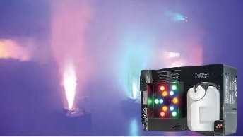 Fog Fury Jett  Die Fog Fury Jett von ADJ ist eine Nebelmaschine mit vertikalem Ausstoß, die mit 12 x 3-Watt RGBA-LEDs Farben in den Nebel mischen kann. Durch die Neuentwicklungen von ADJ in der Heizelementtechnologie erzeugt die Fog Fury Jett einen