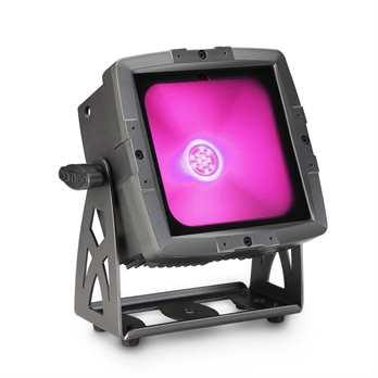 FLAT PRO FLOOD IP65 TRI - Outdoor Fluter mit 60W Tri-Color COB-LED in schwarzem Gehäuse  Der Cameo FLOOD IP65 TRI ist ein konvektionsgekühlter LED-Fluter aus der kompakten FLAT PRO-Serie, der für den Außeneinsatz konstruiert und mit Schutzgrad IP65
