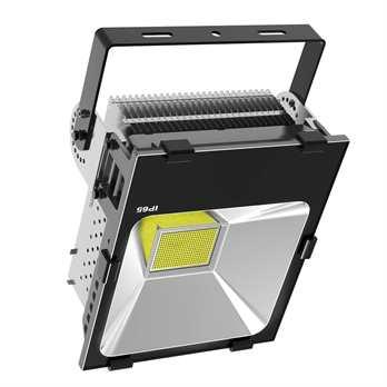 LED Flood SH 200 Watt warmweiss  Der SH-200 aus dem Hause PTL ist ein sehr heller Outdoor Fluter (Schutzklasse IP65) mit 200 Watt, in diesem Strahler sind die 3030 Philips LEDs verbaut. Der Strahler hat einen Abstrahlwinkel von 110 Grad und eignet si
